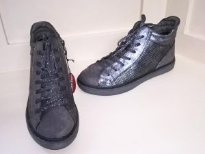 Grey Converse, Elegante Dronfield